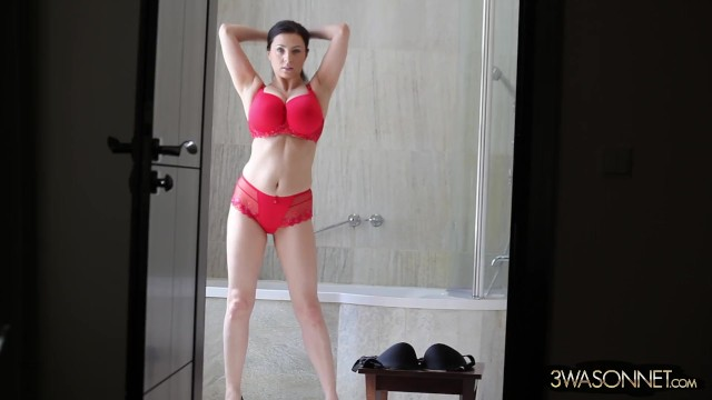 Ewa Sonnet - trying on new Bras and Panties